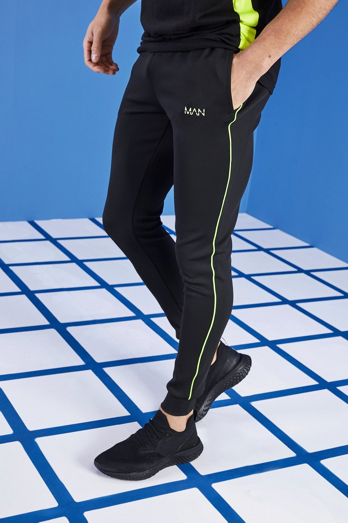 883bc76e20f3 Shoptagr | Man Active Muscle Fit Tape Jogger by Boohoo Man