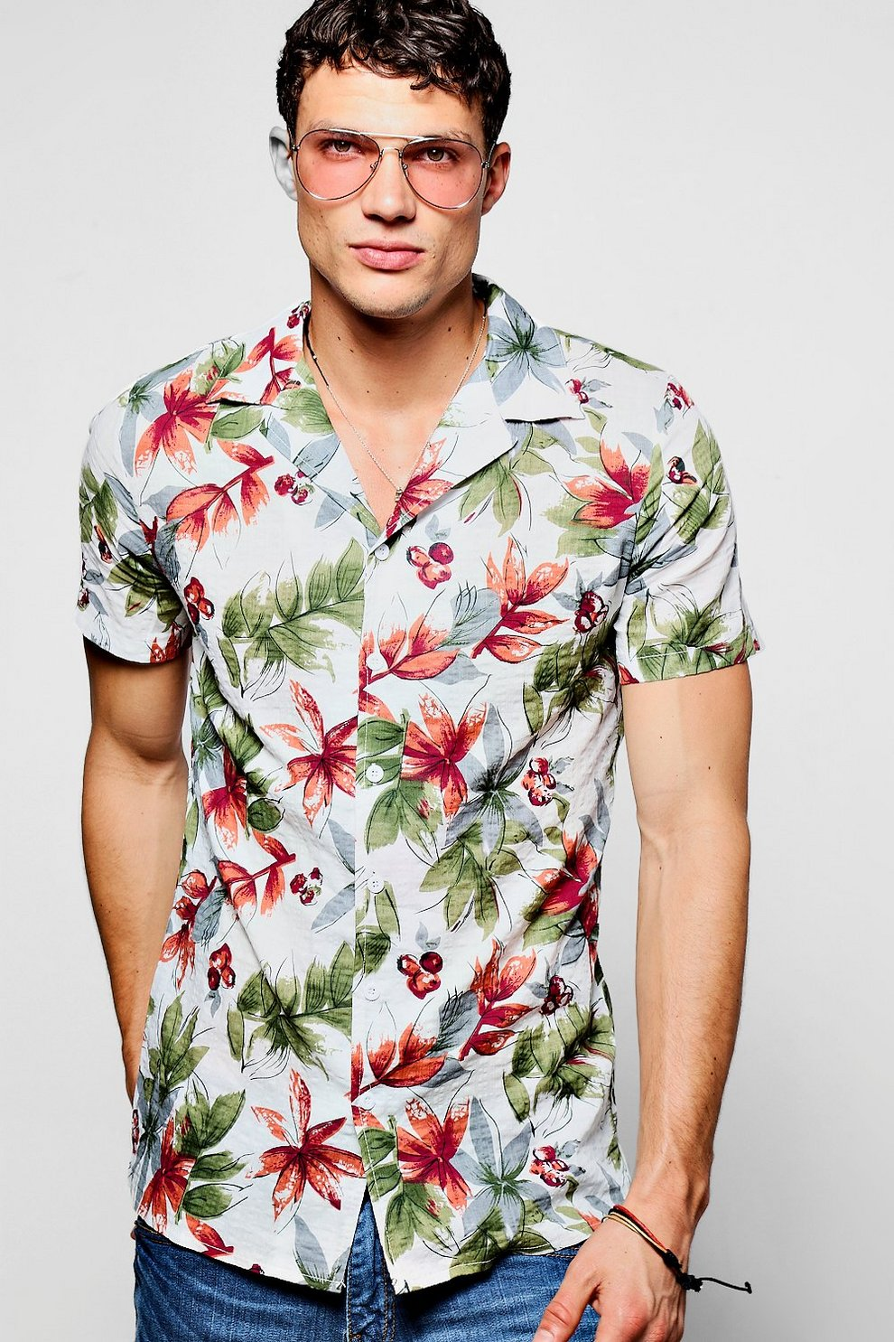 4a9f9e69 Tropical Floral Print Short Sleeve Revere Shirt - boohooMAN